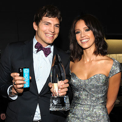 Ashton Kutcher and Jessica Alba - 2010 People's Choice Awards