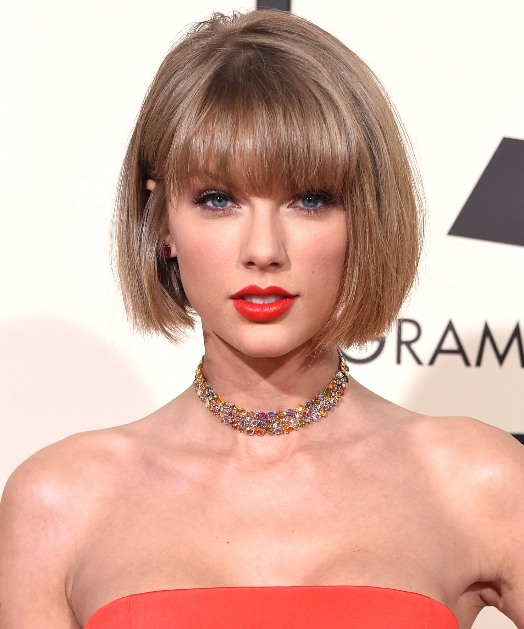 <p>Taylor Swift: Round Face</p>