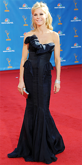 2010 Emmy Awards Fashion - Julie Bowen