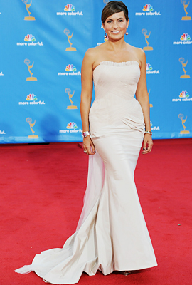 "Mariska Hargitay's Vera Wang Gown: ""It's inspired by my wedding dress!"""