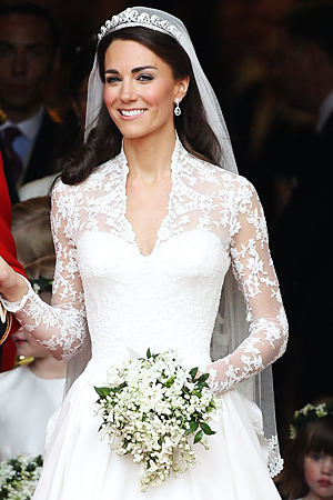 Kate middleton wedding dress picture royal wedding for Princess catherine wedding dress
