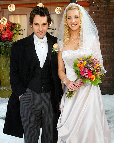 Phoebe Buffay and Mike Hannigan - Lisa Kudrow and Paul Rudd - Friends wedding