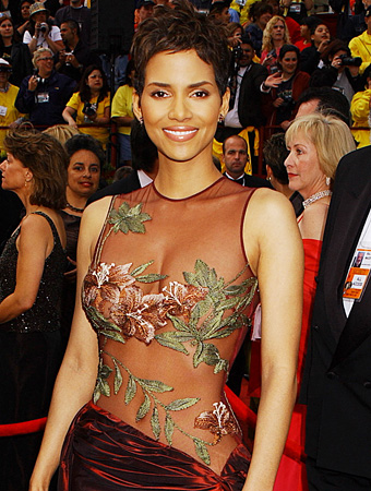 Happy Oscar Anniversary, Halle Berry!