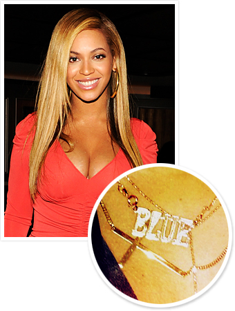 Mother's Day Gift Idea: A Name Necklace Like Beyonce