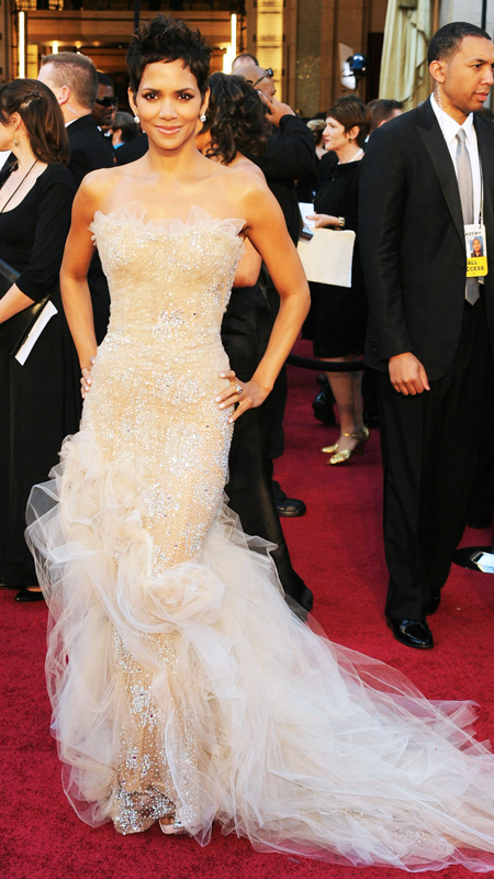 Halle Berry\'s Best Red Carpet Looks | InStyle.com