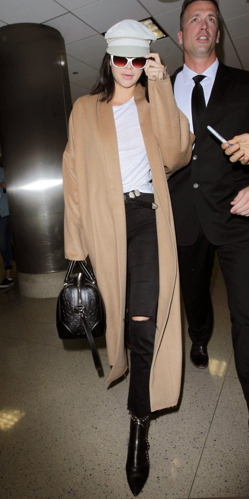 Celebrity Inspired Outfits to Wear on a Plane |