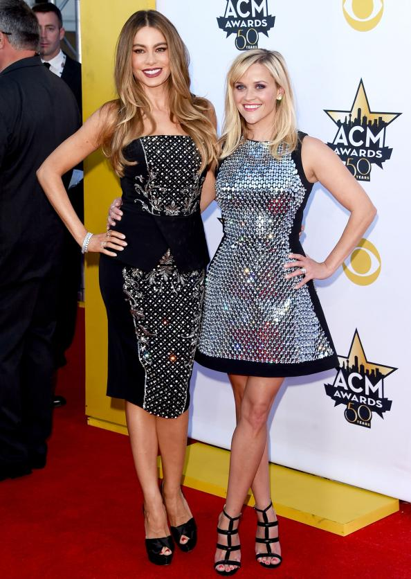 Reese Witherspoon and Sofia Vergara Heat Up the 2015 ACMs Red Carpet!