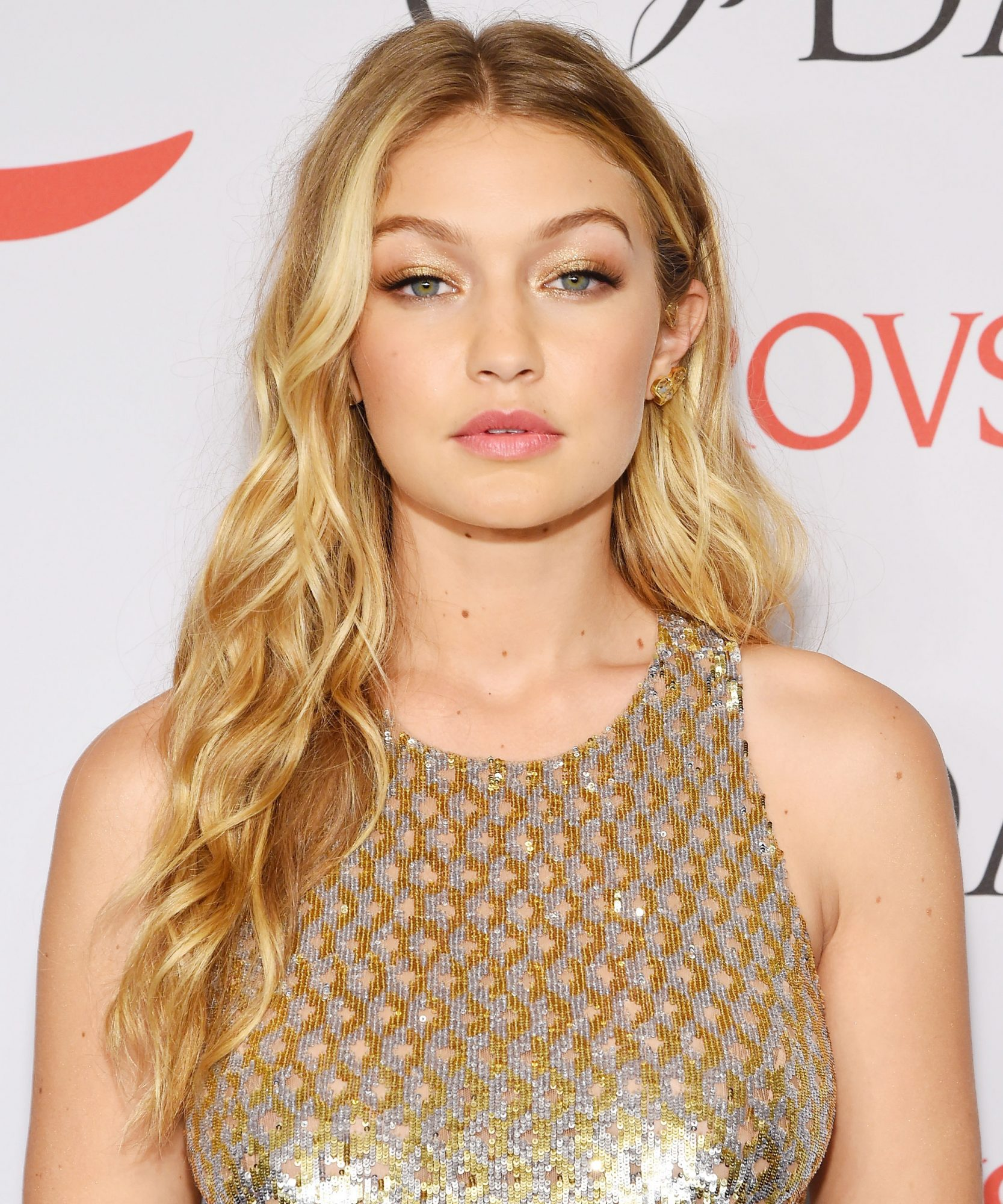 How To Get Gigi Hadid S Beachy Waves Instyle Com