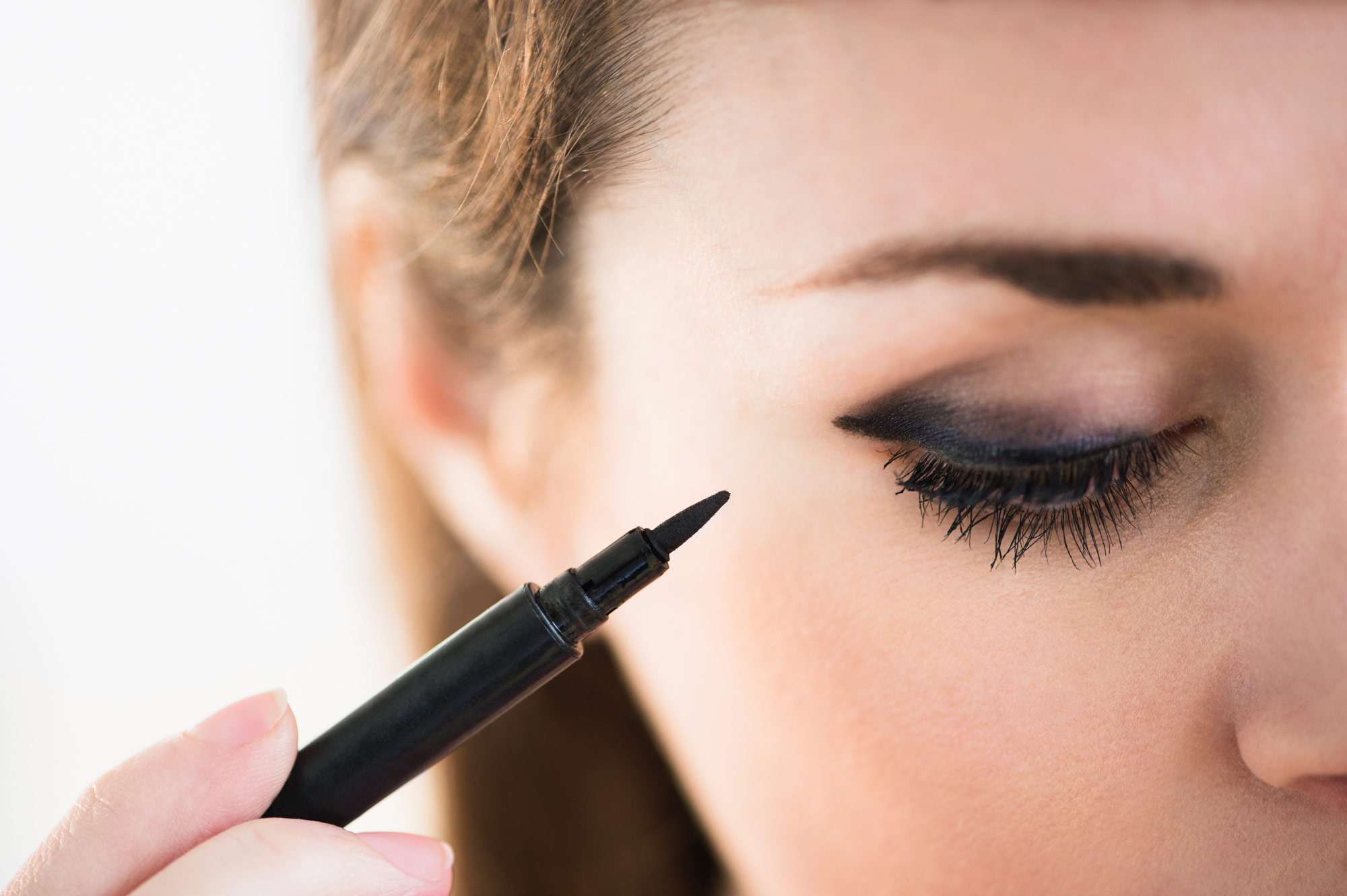 Keep Eyeliner from Smudging - Lead