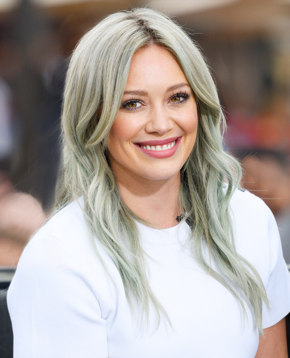 Hilary Duff And Josh Gad On  Extra