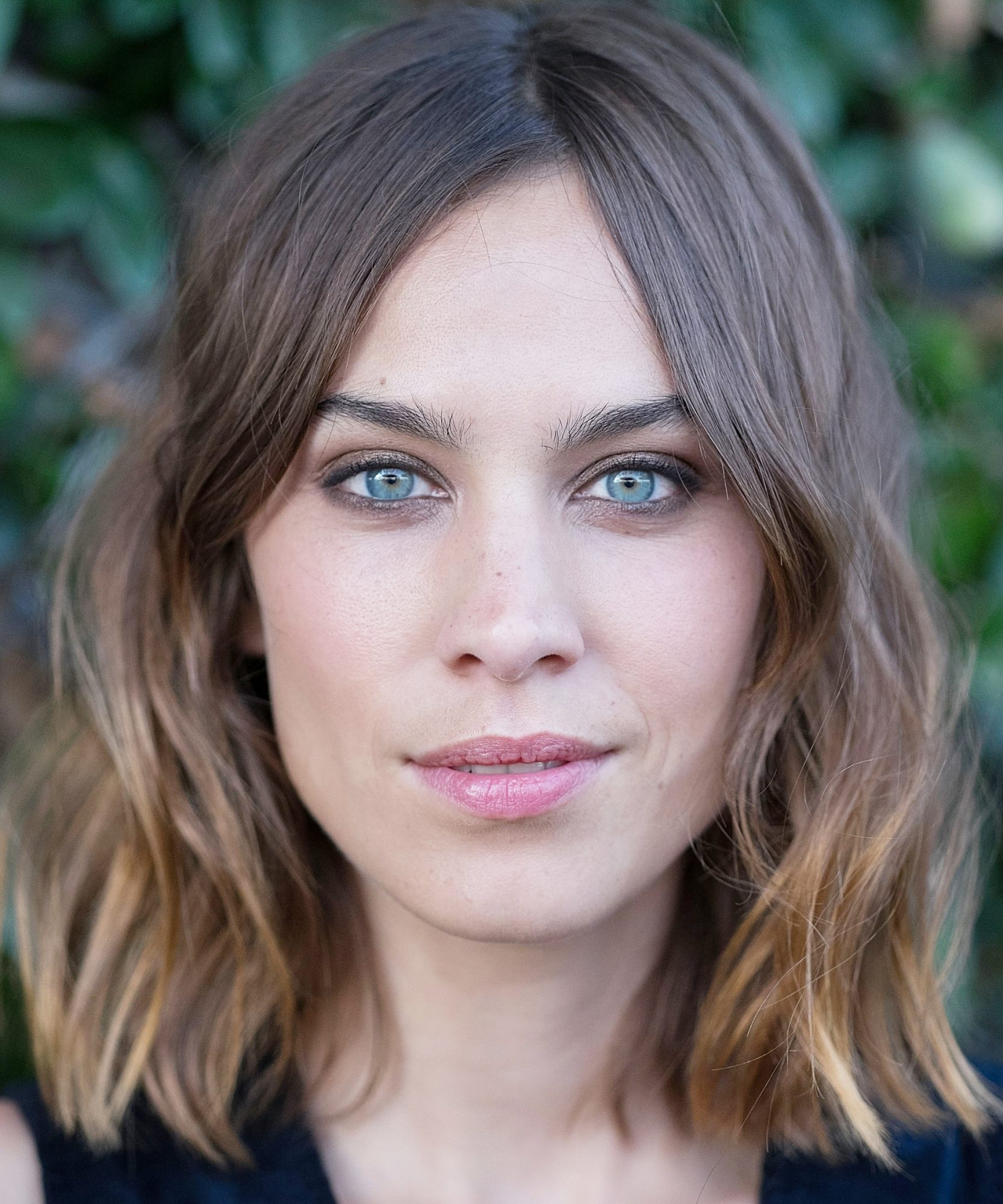 How To Get Alexa Chung S Signature Tousled Waves Instyle Com