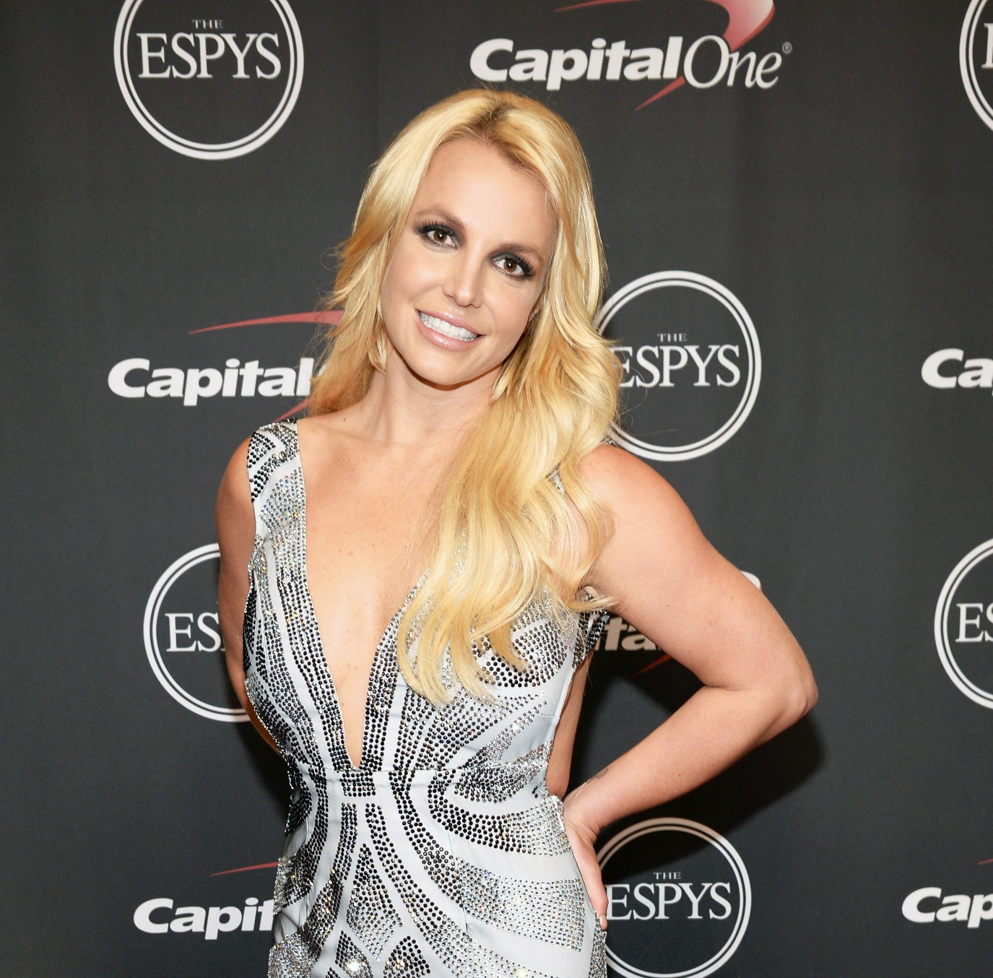Britney Spears Will Appear at Sunday's MTV VMAs to Present a Moonman