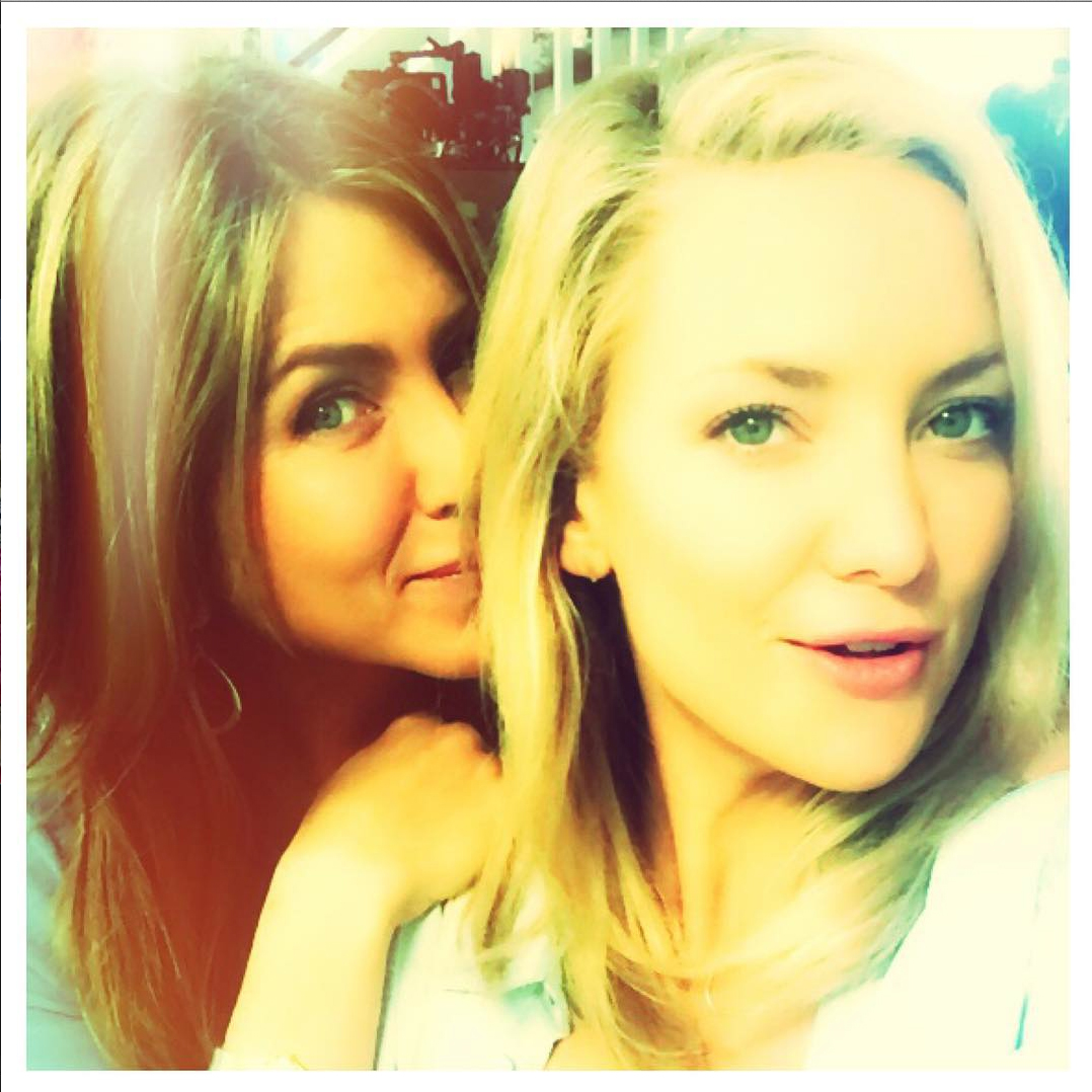Kate Hudson Shares a BFF-Status Selfie with Jennifer Aniston