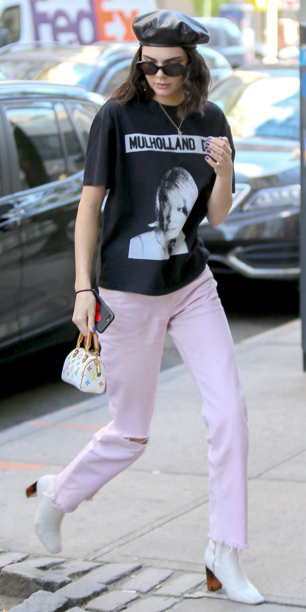 00558960207 Kendall Jenner s Chic Street Style