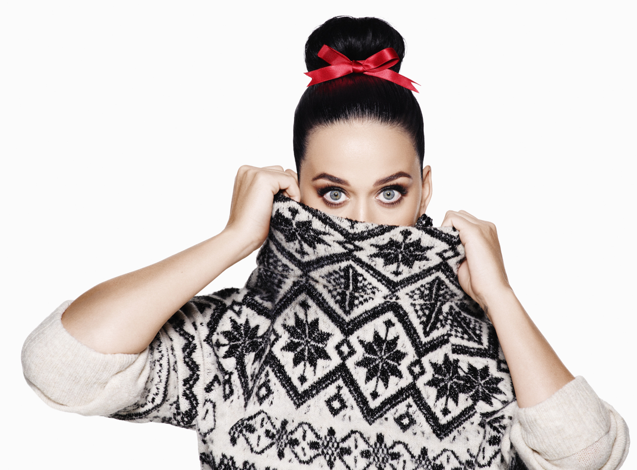 """Katy Perry Rocks an """"Elfie Selfie"""" Sweater in H&M's Holiday 2015 Campaign"""