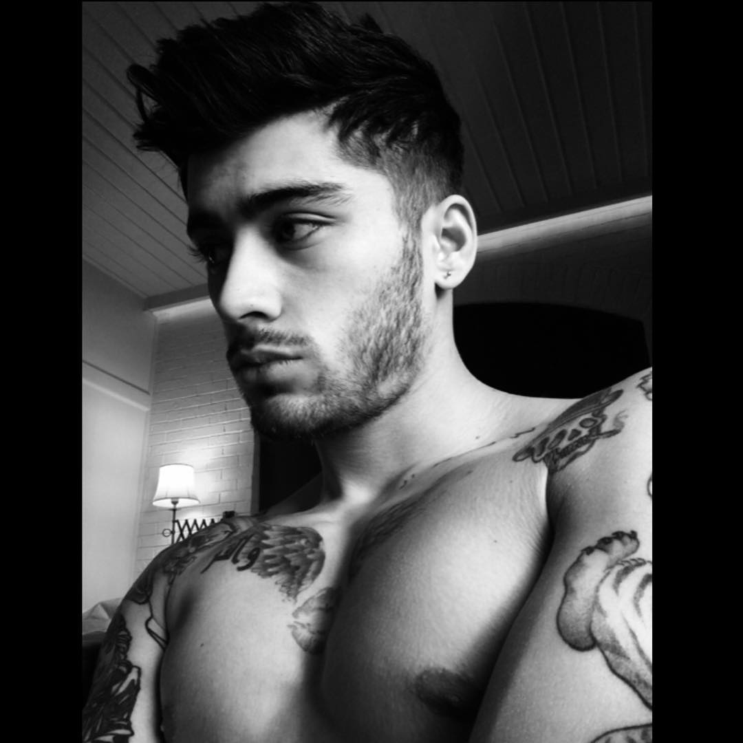 11 Smokin'-Hot Selfies of Zayn Malik in Honor of His 23rd Birthday