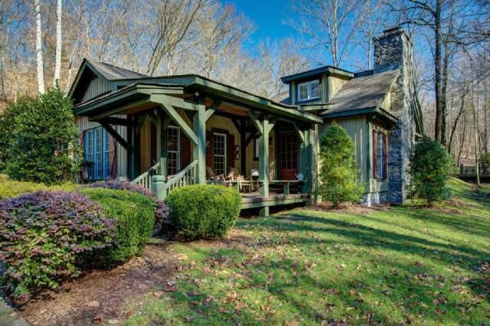 Blake shelton buys a new nashville home for Nashville tn celebrity homes