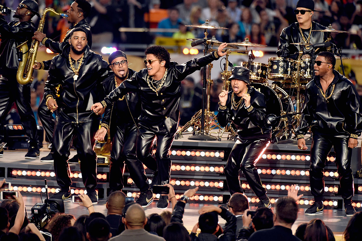 SANTA CLARA, CA - FEBRUARY 07:  Bruno Mars performs onstage during the Pepsi Super Bowl 50 Halftime Show at Levi's Stadium on February 7, 2016 in Santa Clara, California.  (Photo by Kevin Mazur/WireImage)