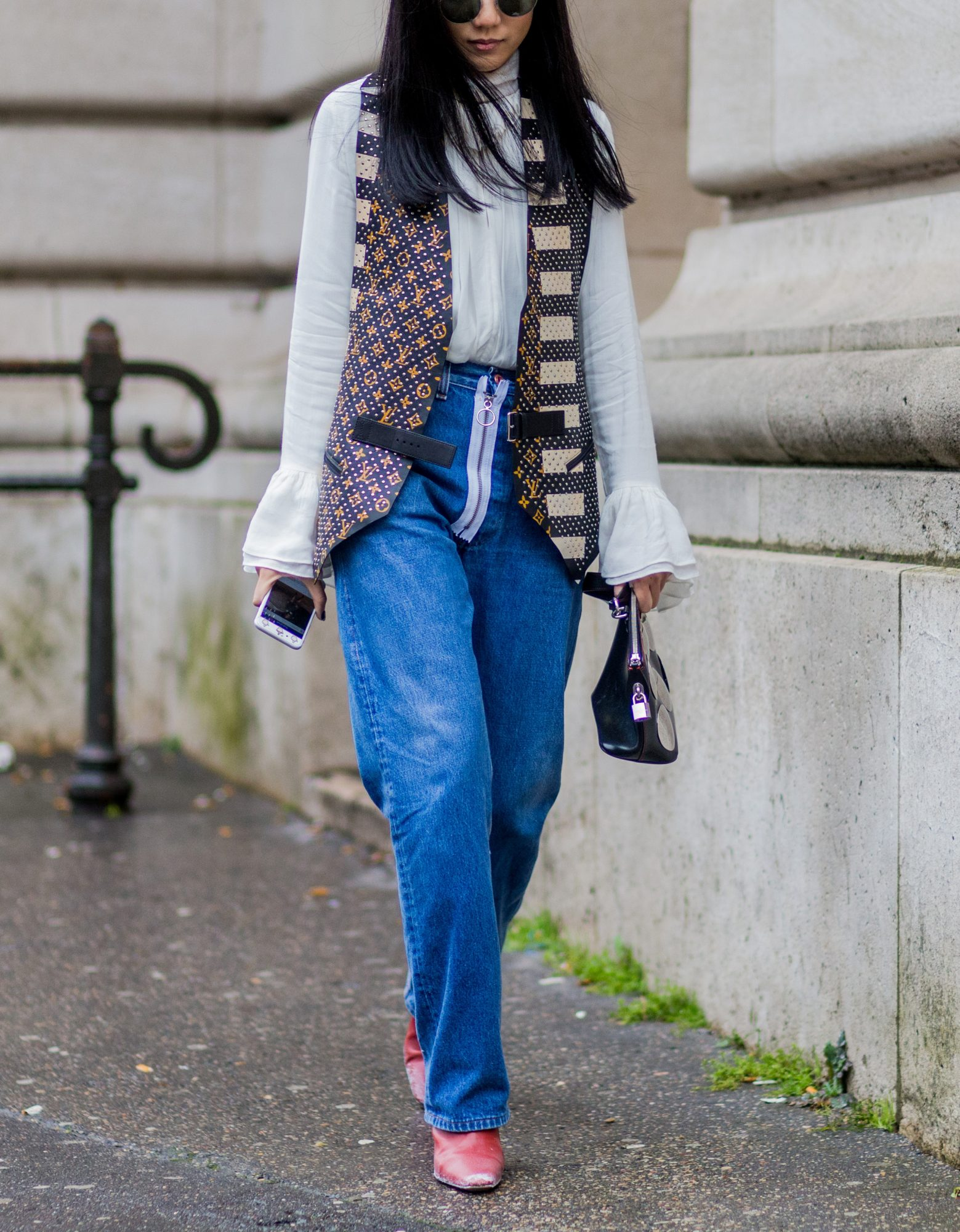 How To Wear Mom Jeans High Waist Jeans Instyle Com
