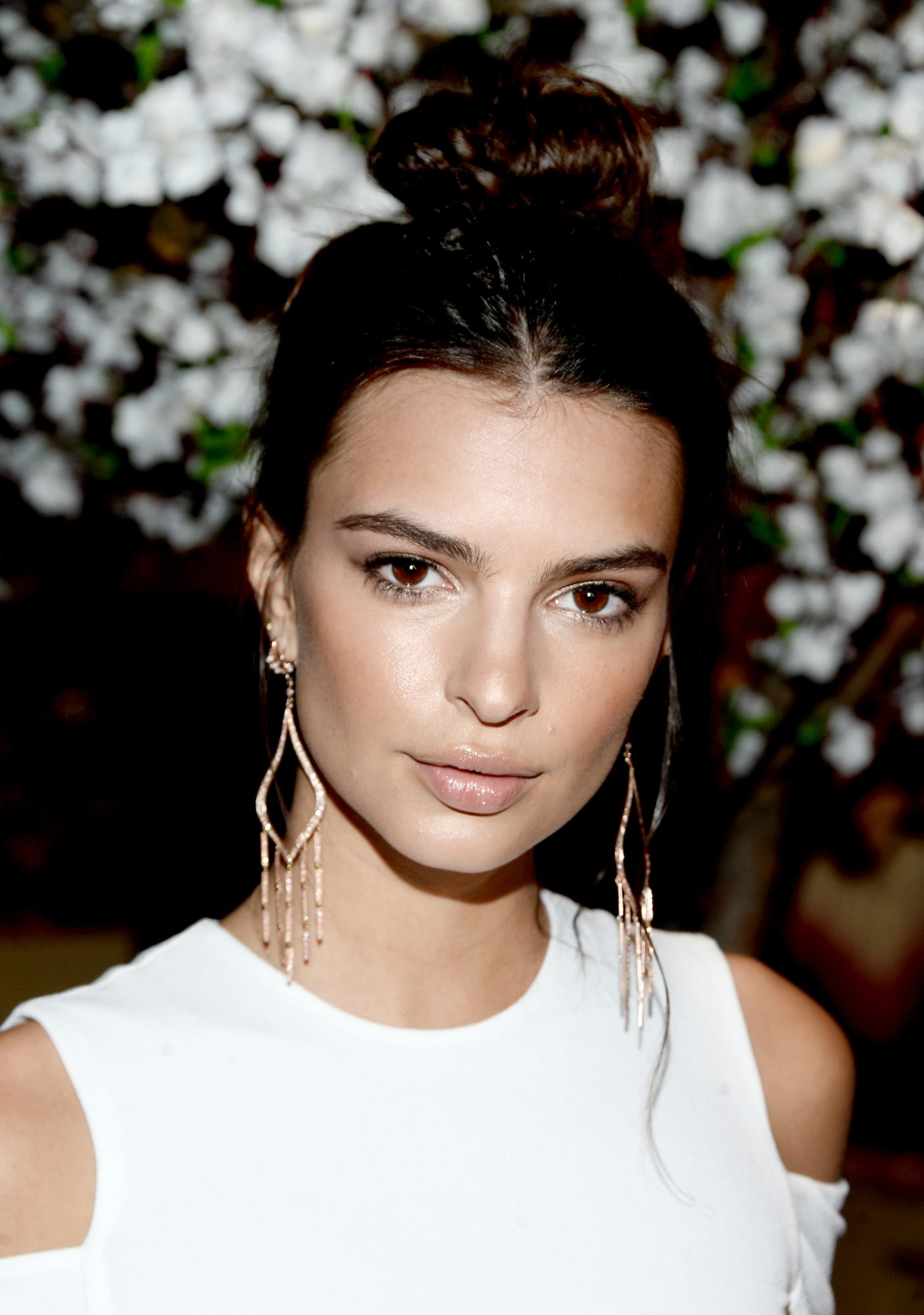 Watch Emily Ratajkowski Show Off Her Dance Moves in a Sexy Swimsuit