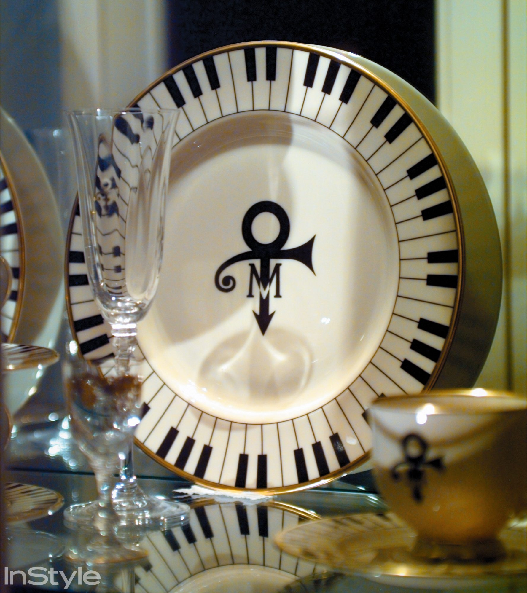 <p>Prince's Villa in Marbella, Spain: Dinnerware</p>