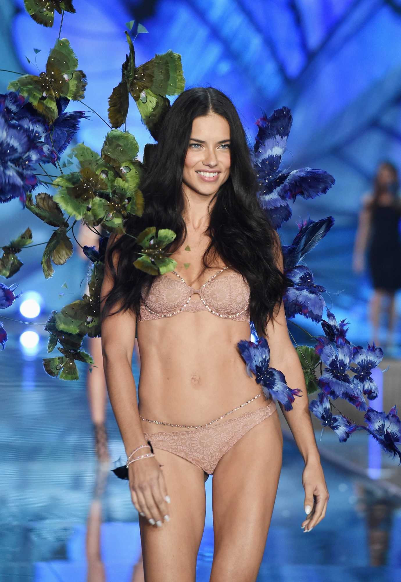 So This Is How Adriana Lima Stays in Such Killer Shape