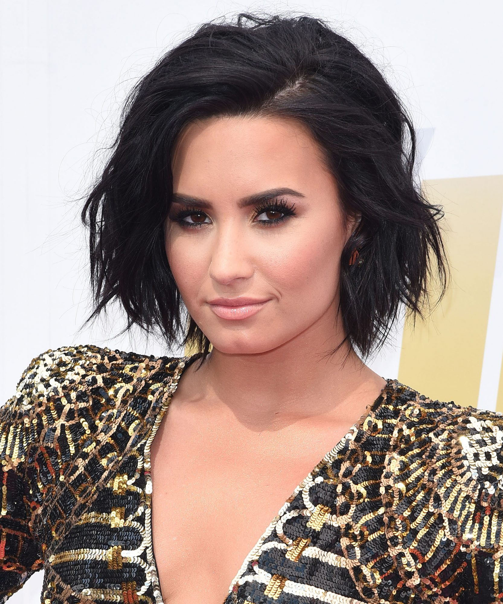demi lovato new hair style demi lovato shows more boxing skills on instagram 7290
