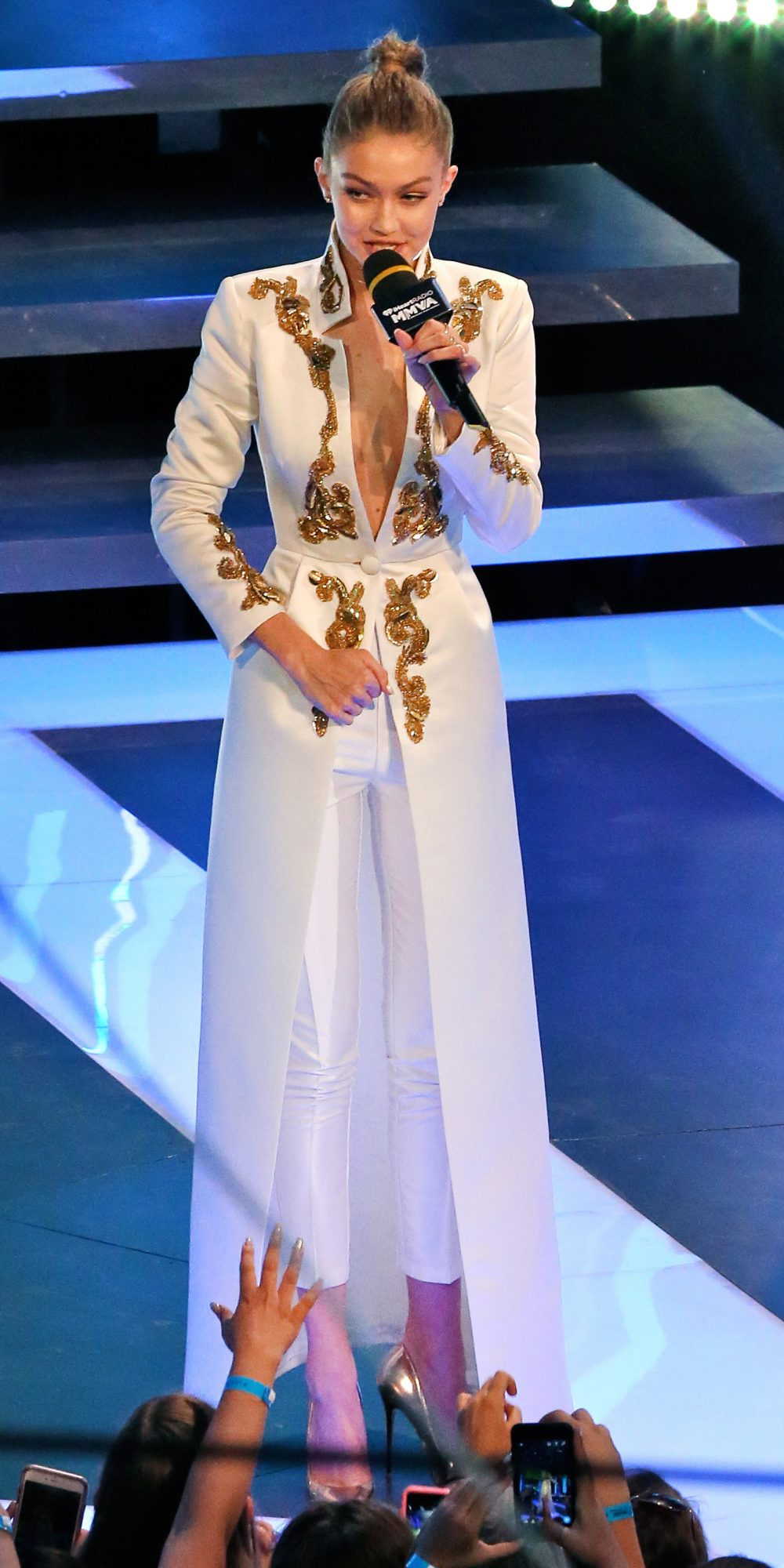 Gigi Hadid Stuns In 5 Different Outfits Hosting The Mmvas