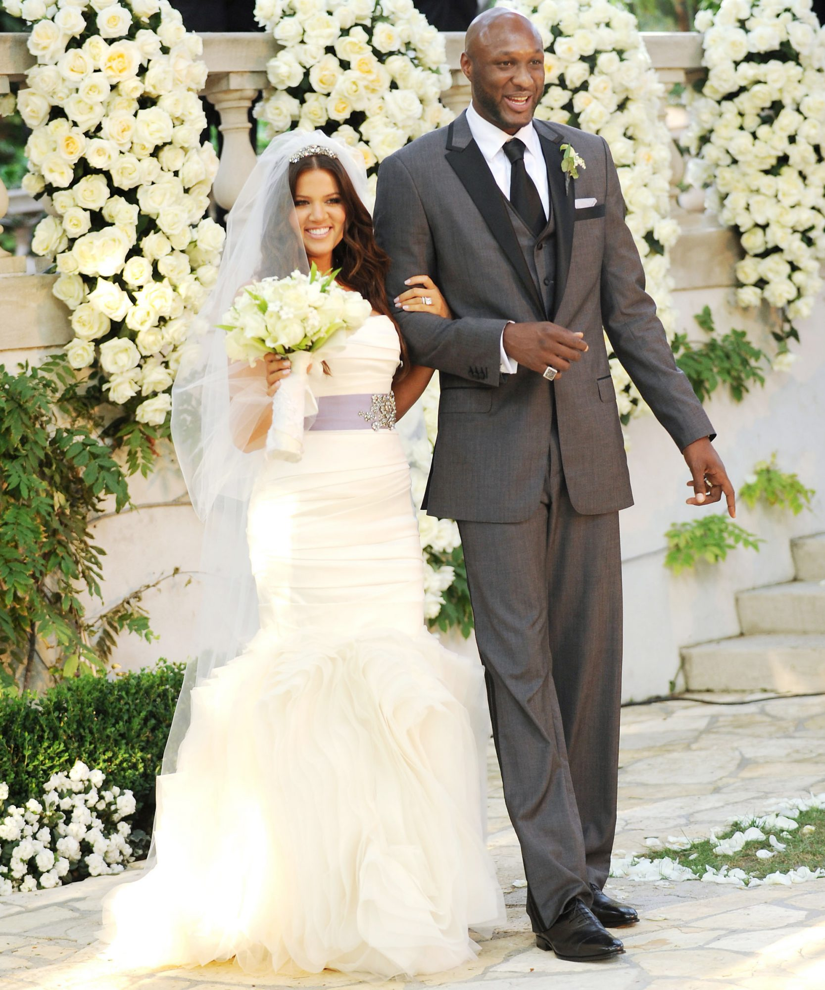 6 celebrities in vera wang wedding dresses instyle pkhlo kardashian and lamar odom junglespirit Gallery