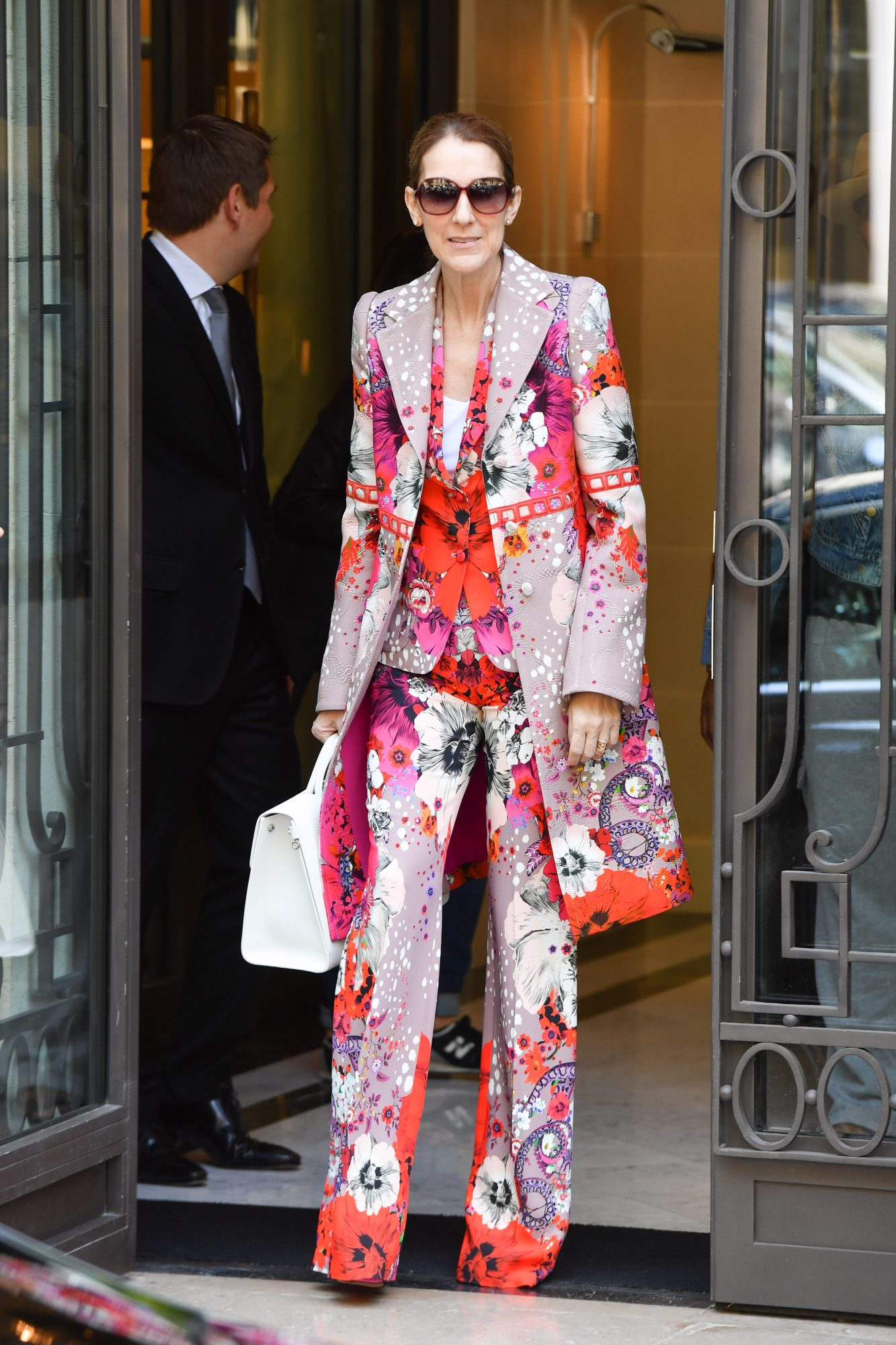 <p>IN HEAD-TO-TOE FLORALS</p>