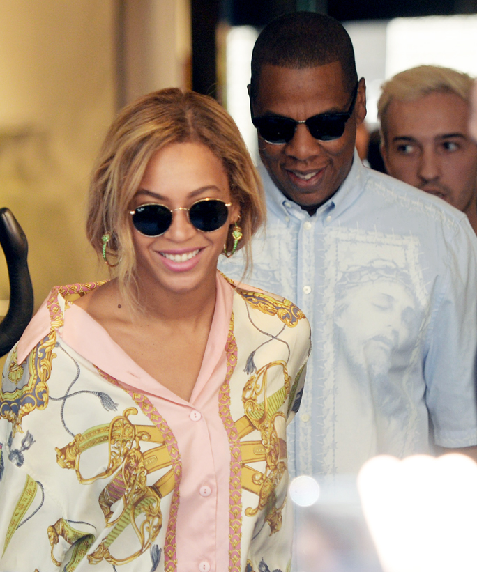 Beyonce and Jay Z Shopping in Milan Italy - Embed 2016