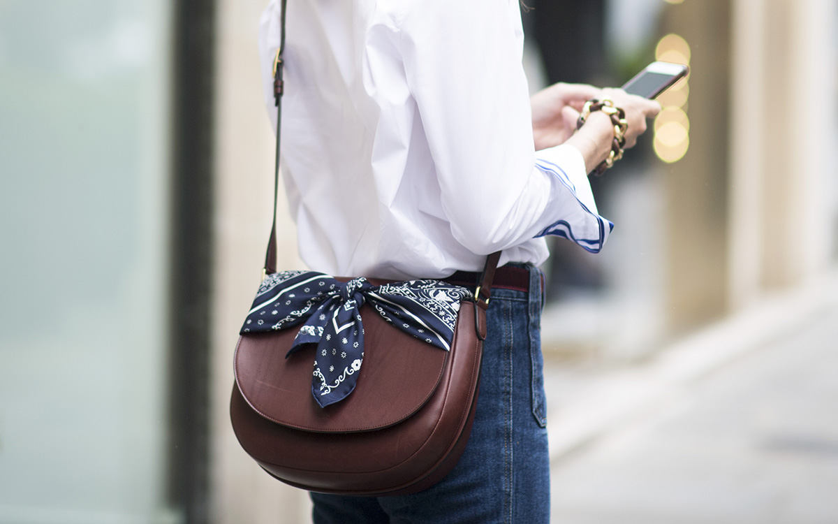 Bandana + saddle bag = the most stylish way to upate the Americana trend.