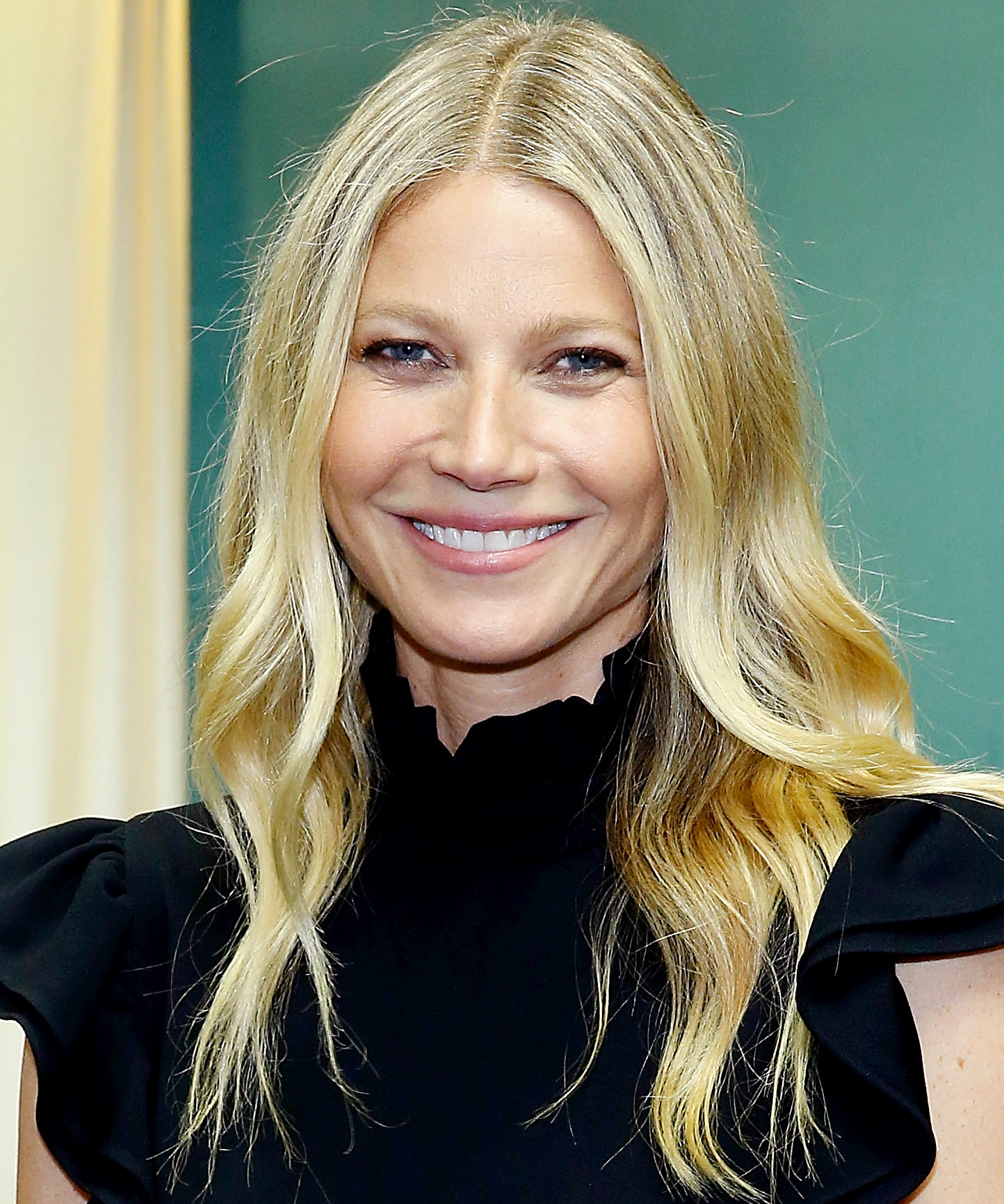 Gwyneth Paltrow Enjoys a Beautiful Sunset with Her Niece