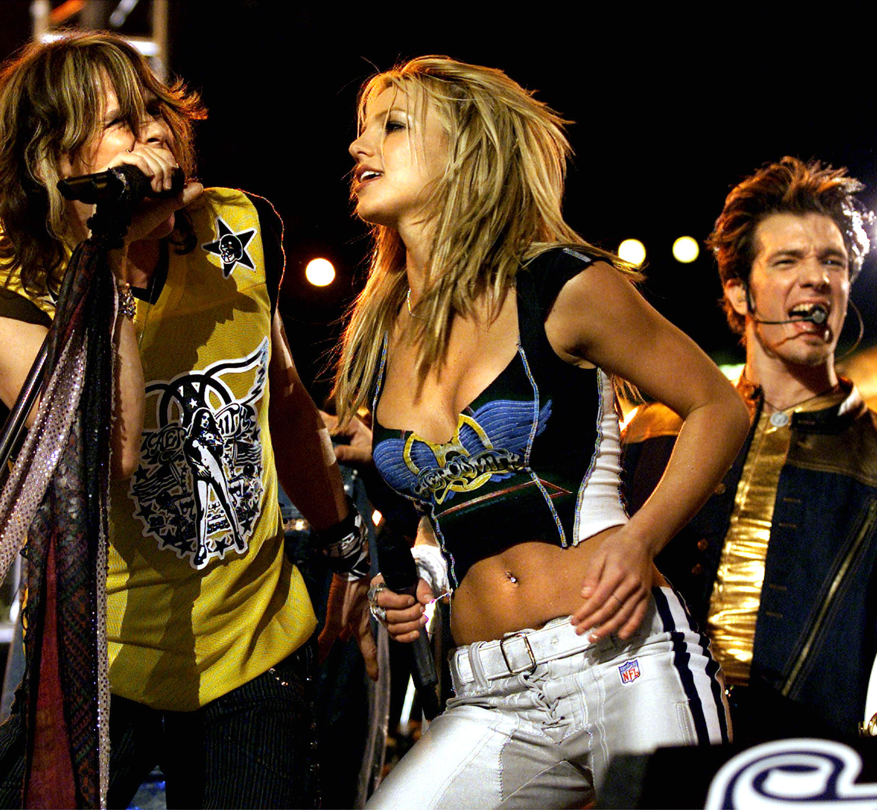 <p>Super Bowl Halftime, 2001</p>