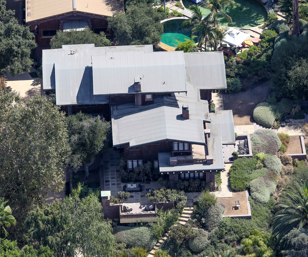 <p>LOS ANGELES COMPOUND</p>