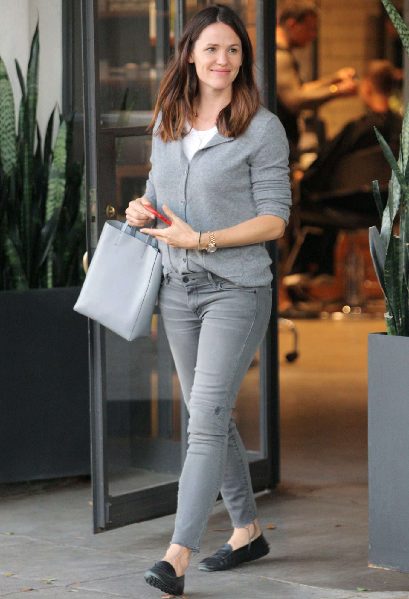 Beverly Hills, CA - Beverly Hills, CA - Jennifer Garner leaves the salon with a smile on Wednesday evening. The brunette actress is wearing grey skinny jeans and a grey cardigan paired with flats.