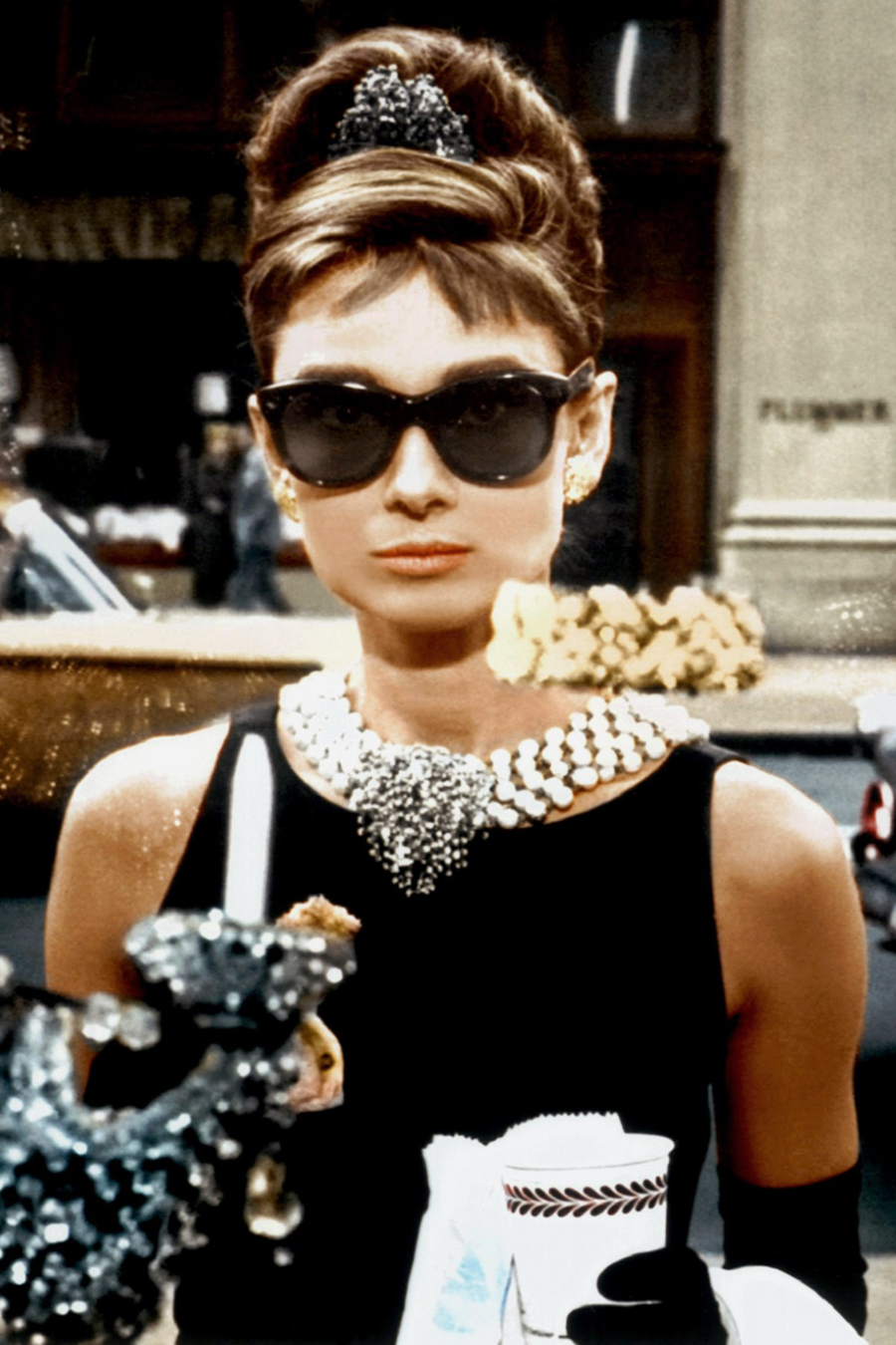 <p>The Elegant Sheath: Holly Golightly</p>