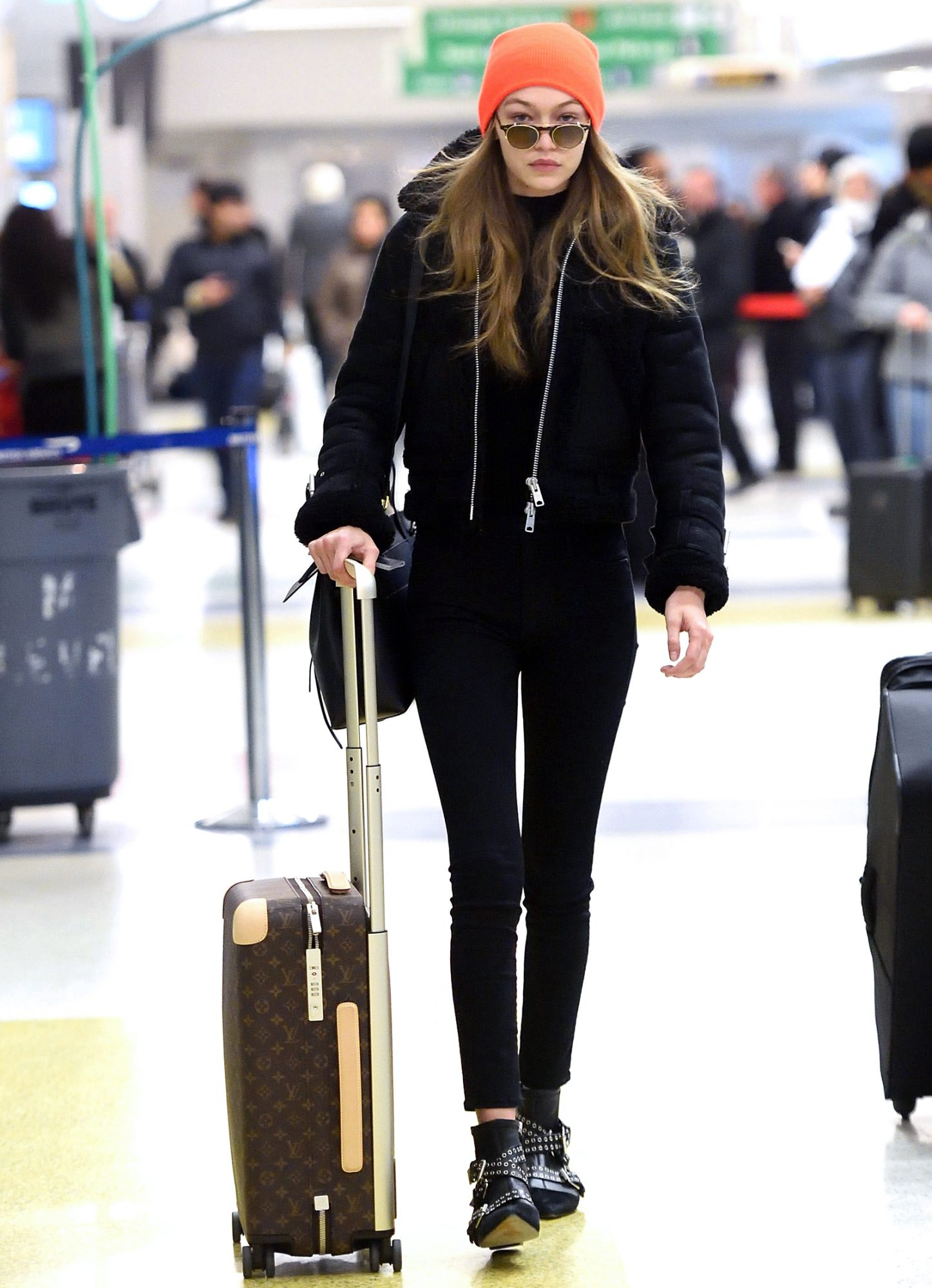 Celebrities' Photos at Airport | Celebrity Airport Outfits ...