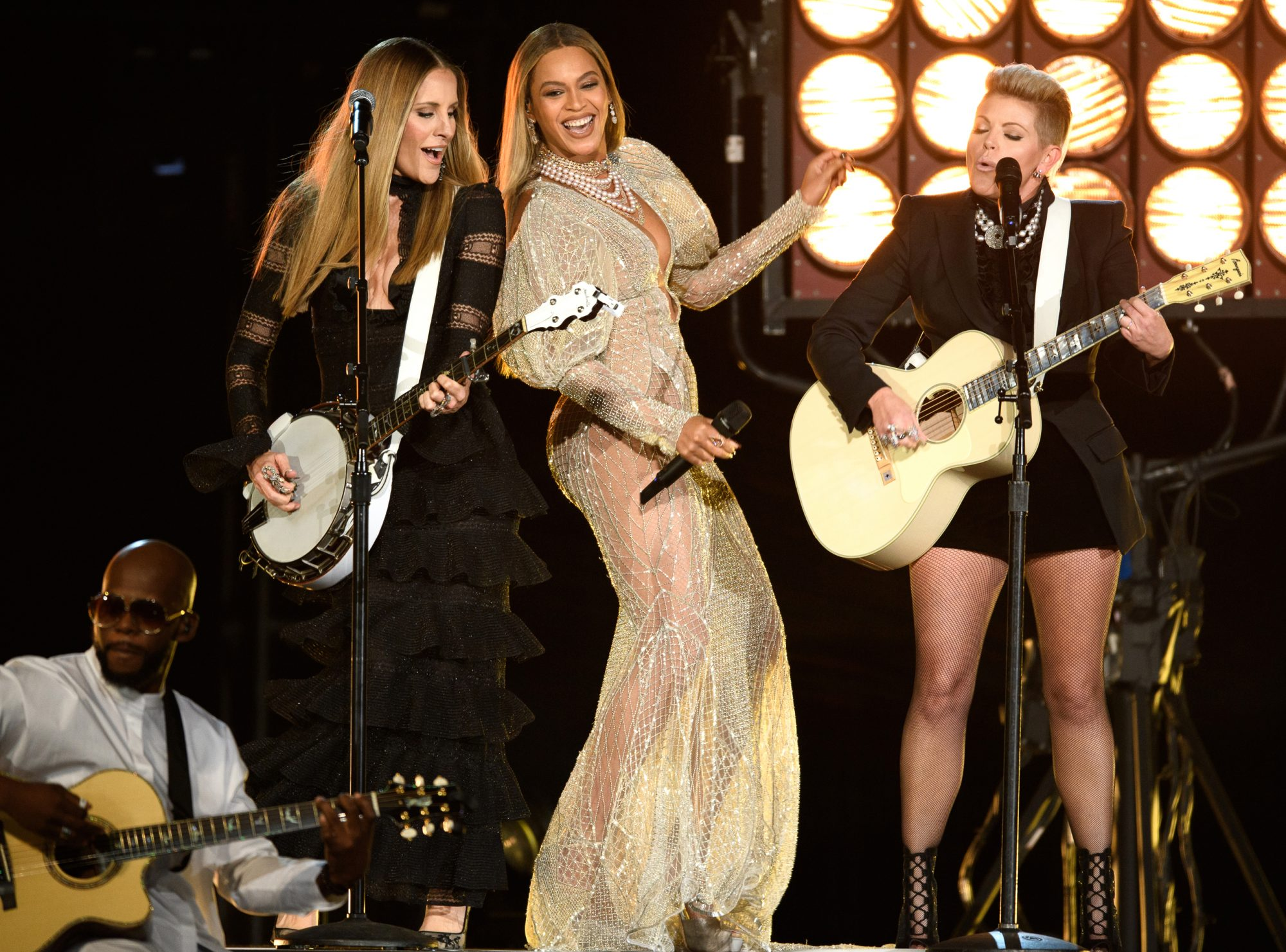 Beyoncé Just Went Country with the Dixie Chicks Y'All—and We Want <em>More</em>