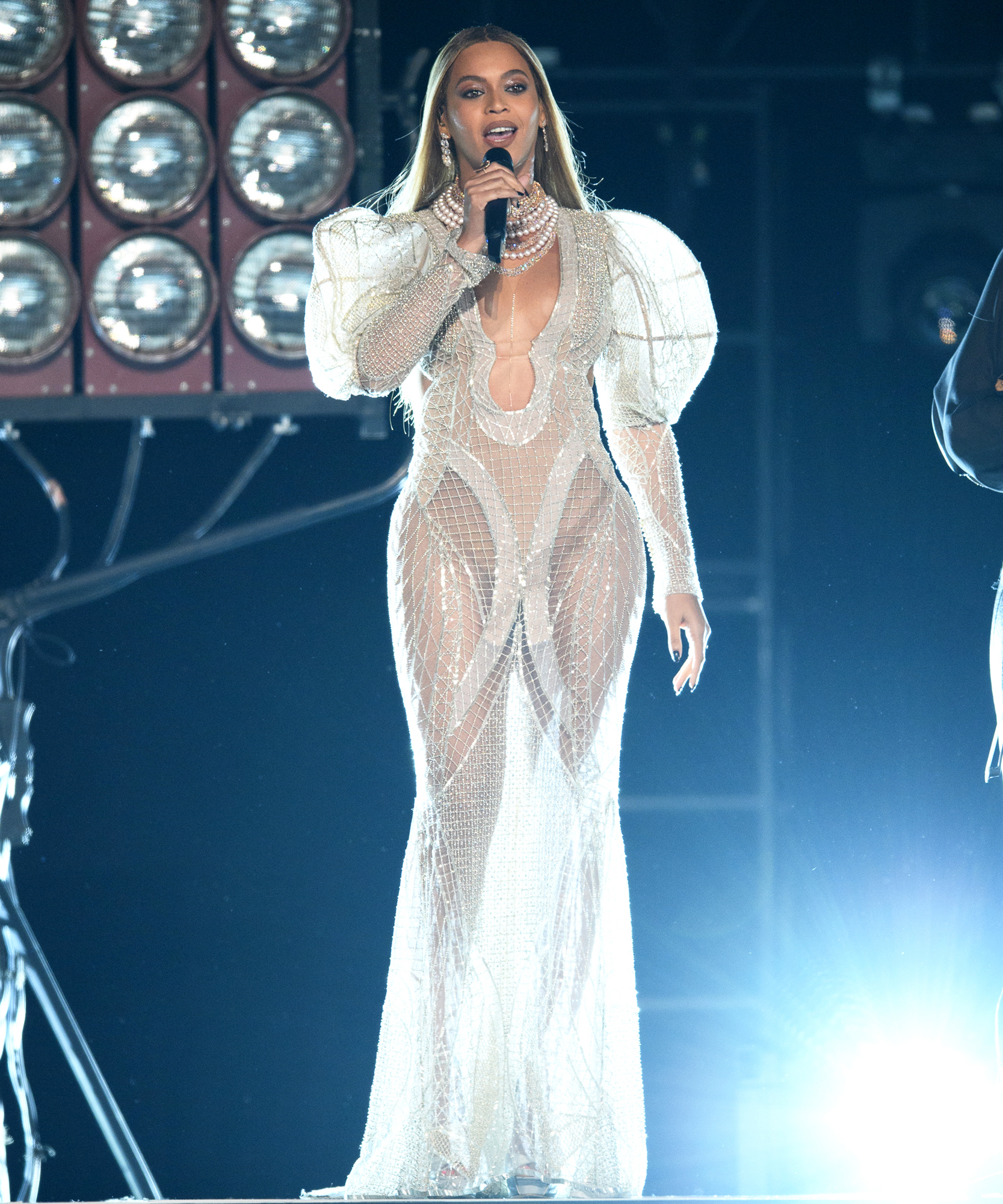 Beyonce CMA Performance - Lead 2016