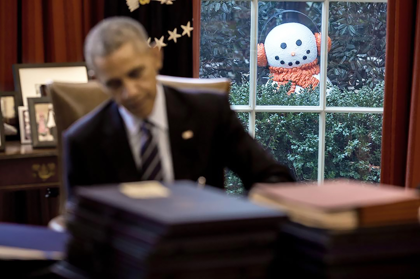 <p>Creepy Snowmen Pranks President Obama?</p>
