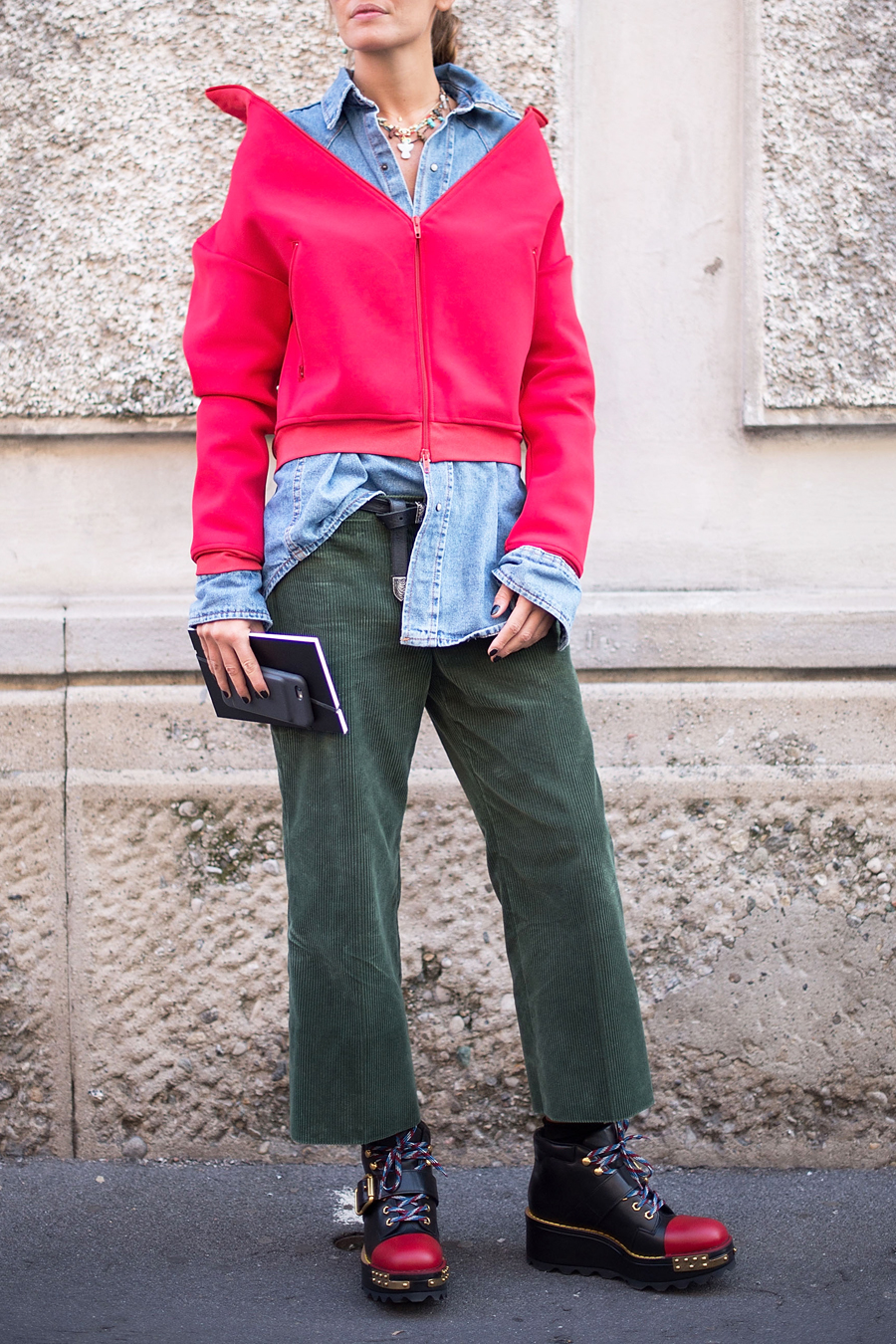 How to Wear Red and Green Together Like a Street Style Star ... bc460078b
