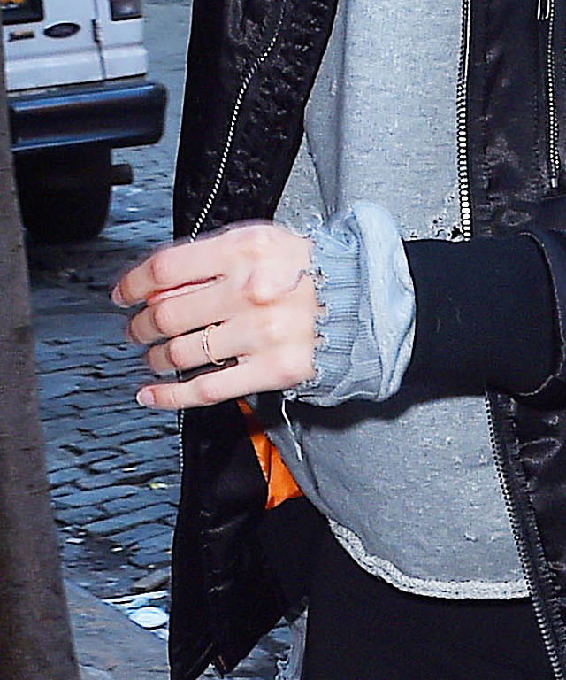Gigi Hadid Engagement Ring Finger