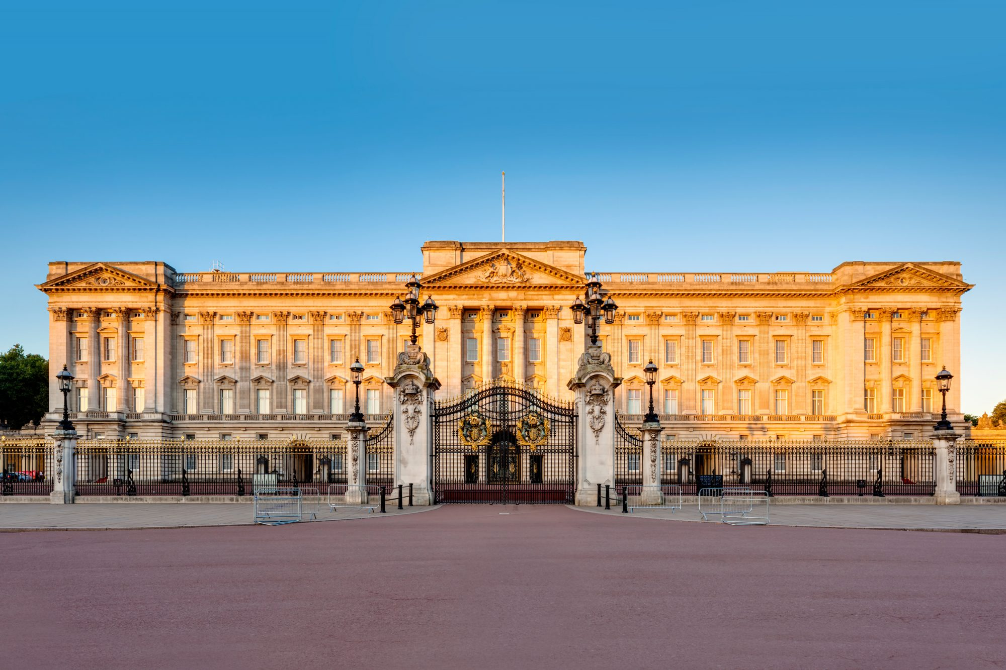How to Work for the Royal Family at Buckingham Palace This Summer