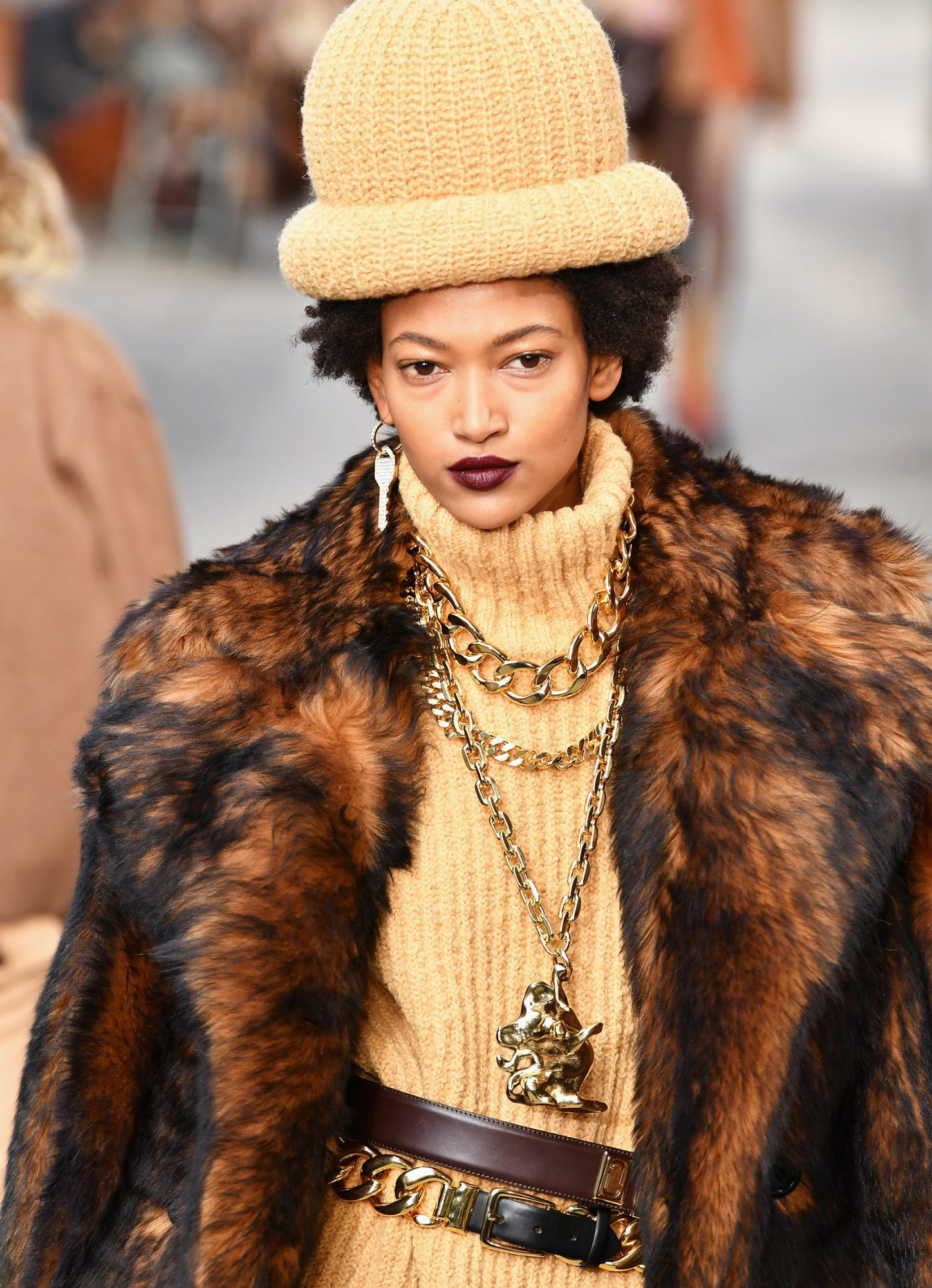 <p>DAY 7: MARC JACOBS GOLD CHAIN NECKLACE</p>