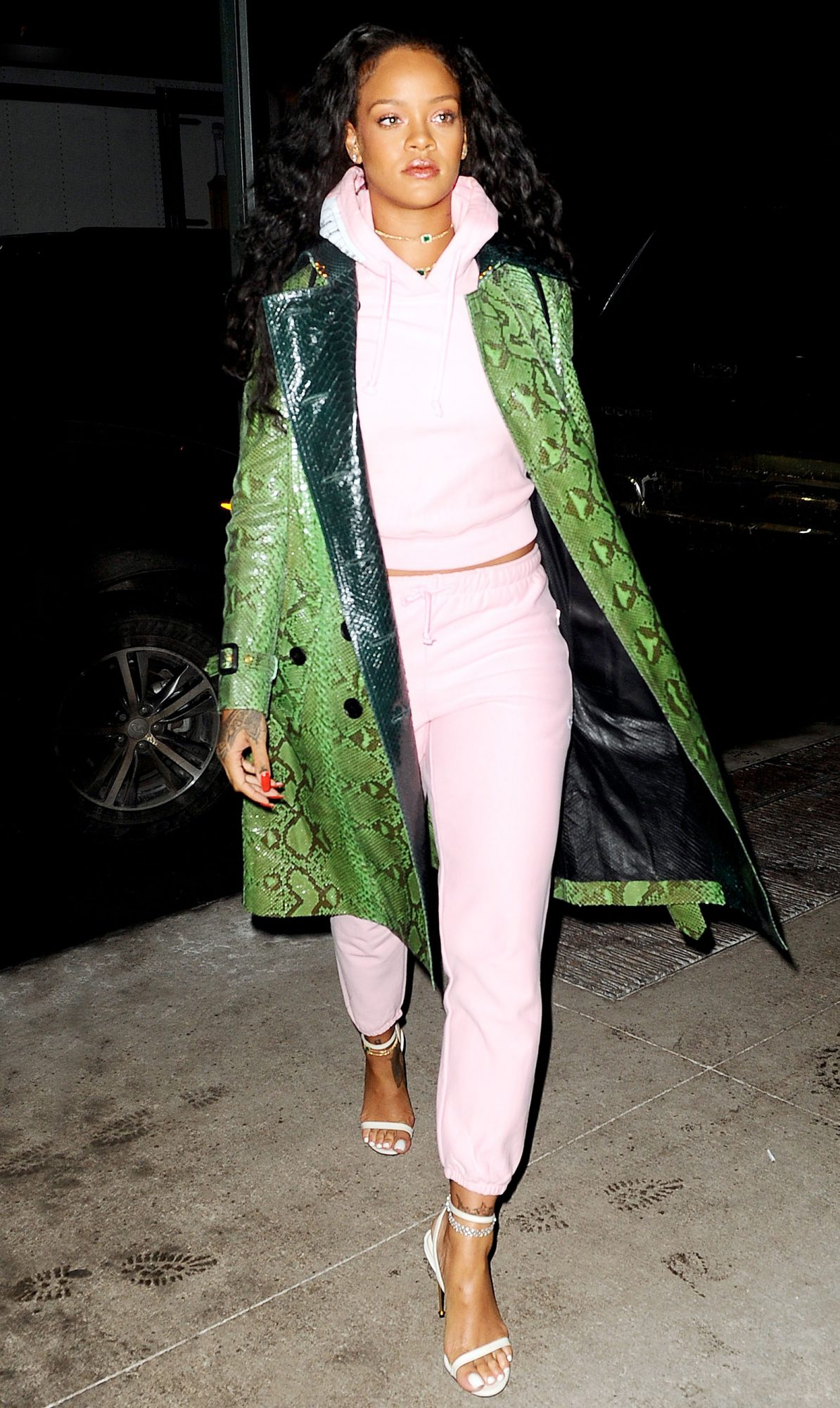 <p>Only RiRi could make kiwi dressing look hot.</p>