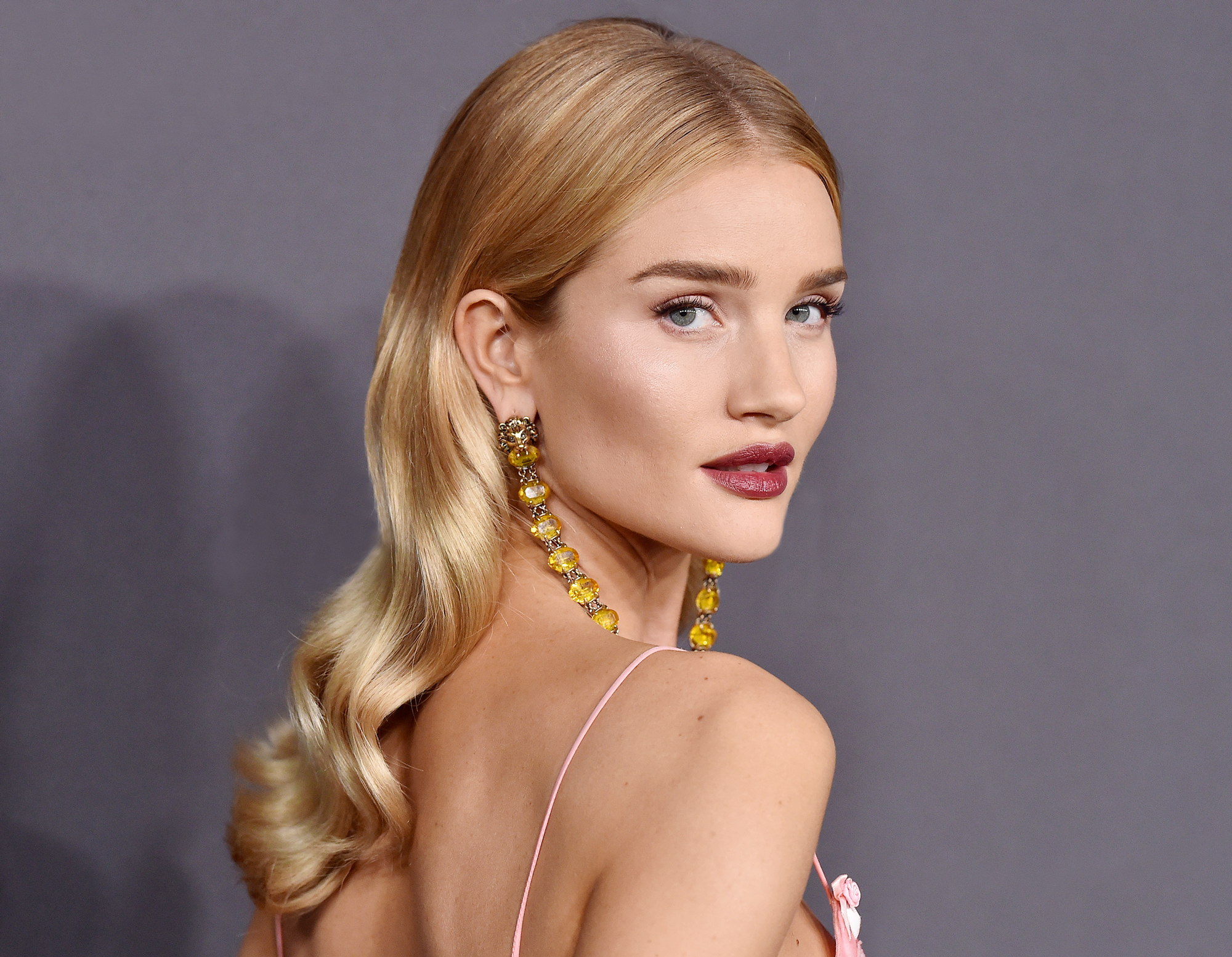 Rosie Huntington-Whiteley Has the Secret for Getting Shiny Hair Fast