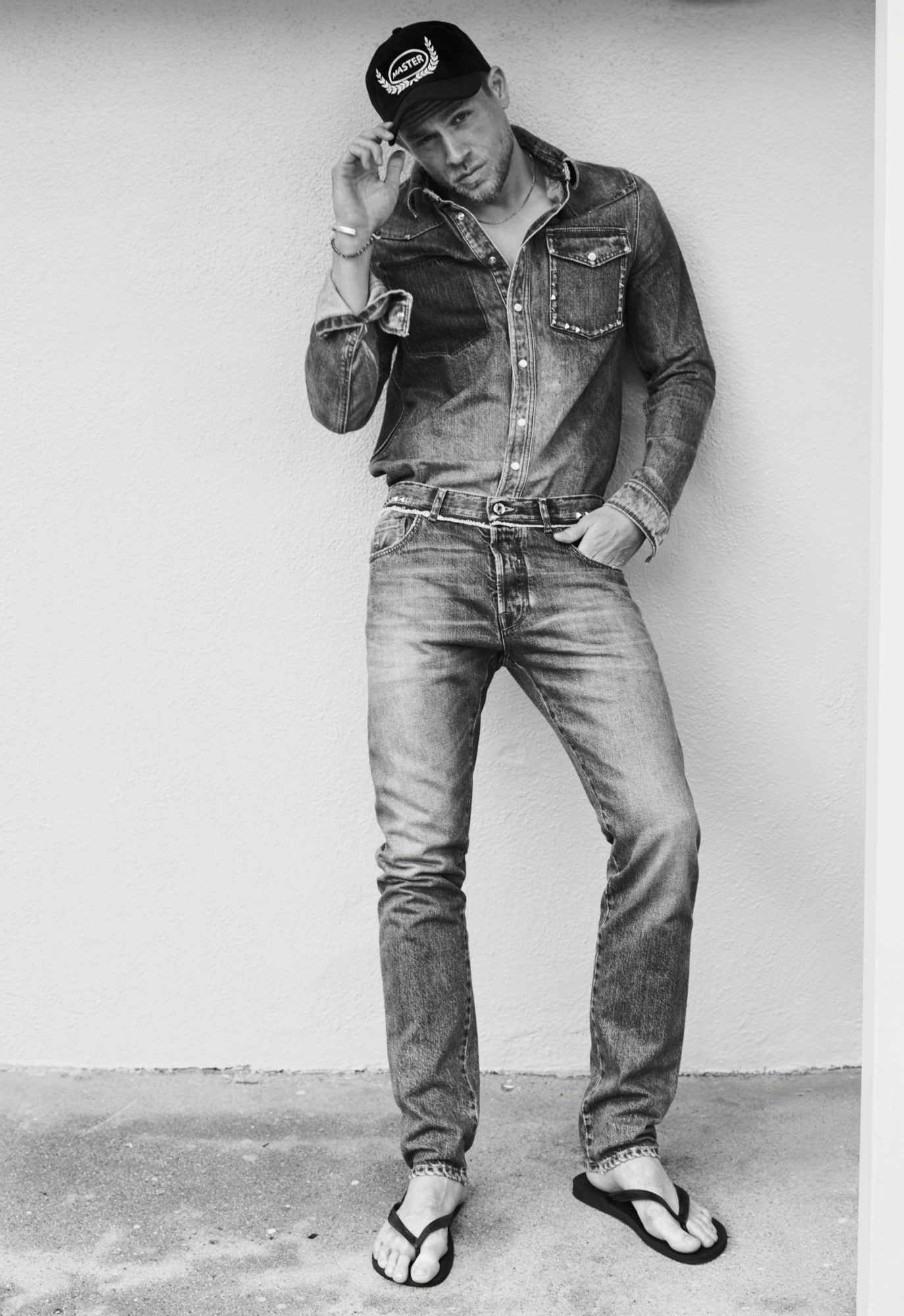 the sexiest outtakes from charlie hunnam s instyle shoot