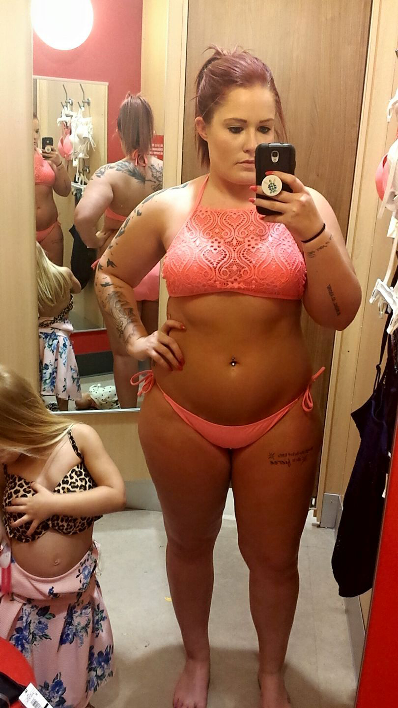 This Mother-Daughter Bikini-Shopping Selfie Is Going Viral for the Best Reason