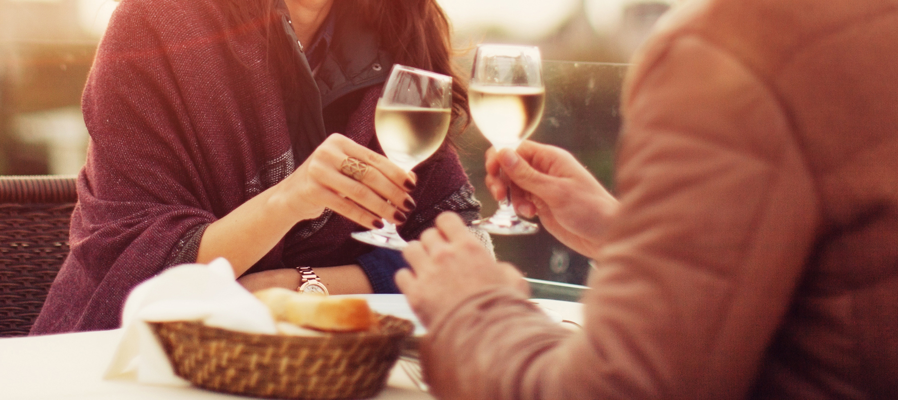 This Is What You Should Eat and Drink to Score a Second Date, According to Science
